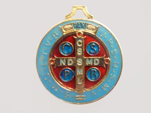 Medalhas de São Bento, folheada a ouro e resinada - 38mm